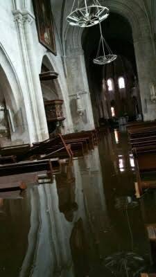 La nef de St Etienne inondée