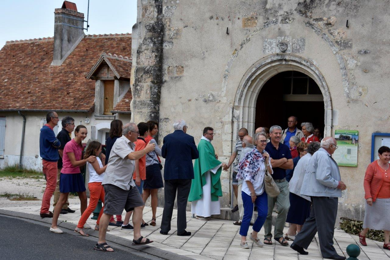 Sortie de messe à lanthenay