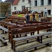 Evacuation des bancs de l'église